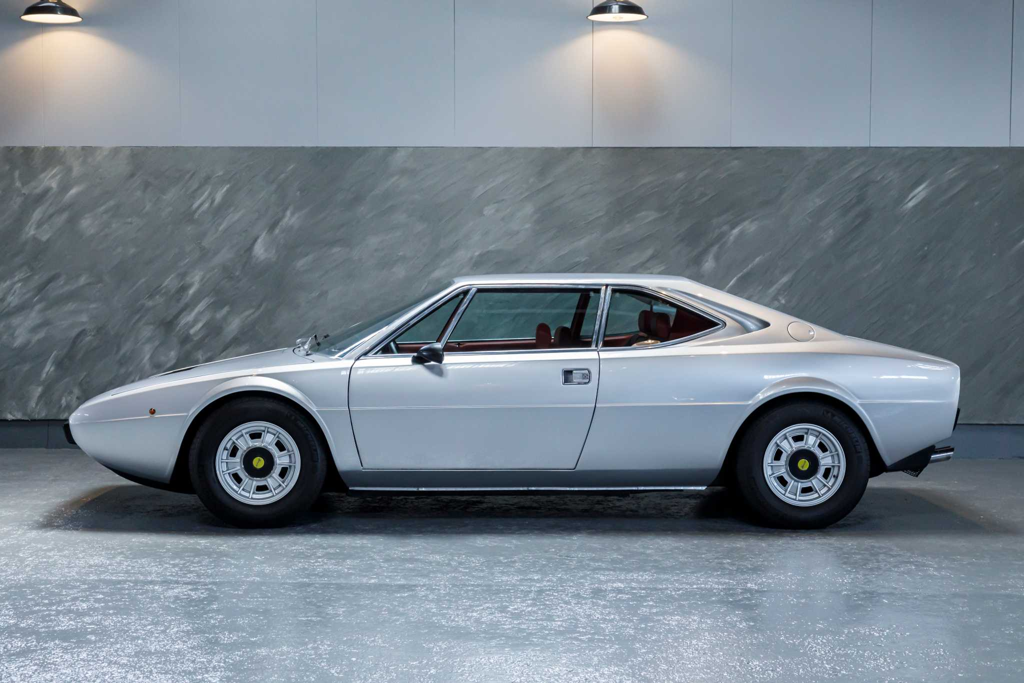 1975 年 フェラーリ DINO308GT4