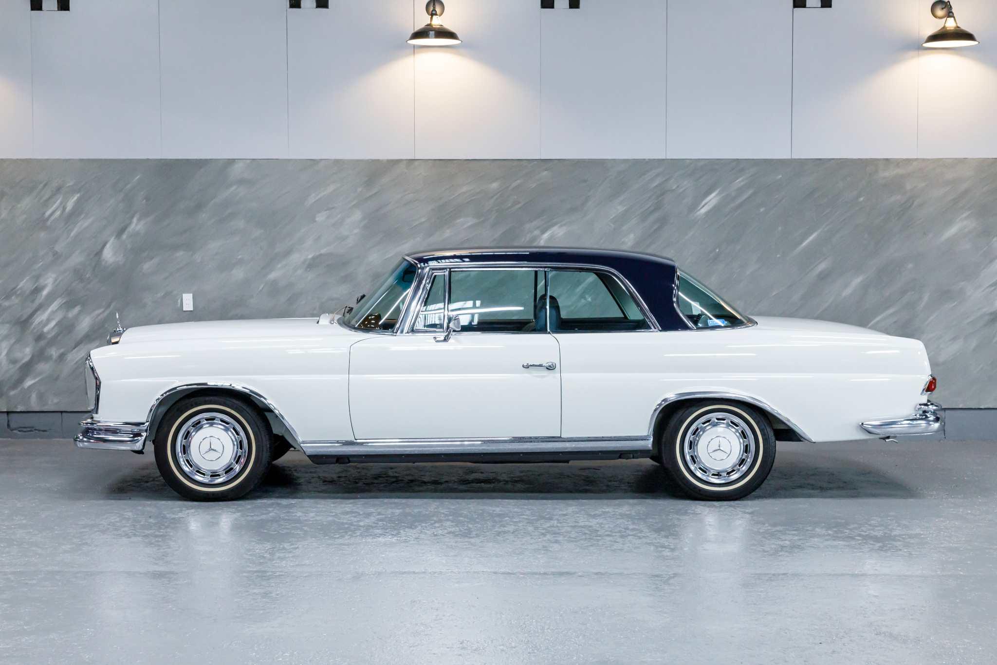 1969 年 メルセデスベンツ 280SEクーペ(白/紺)
